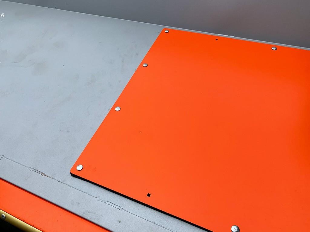 Защитная пластина на приемно-сортировочном бункере