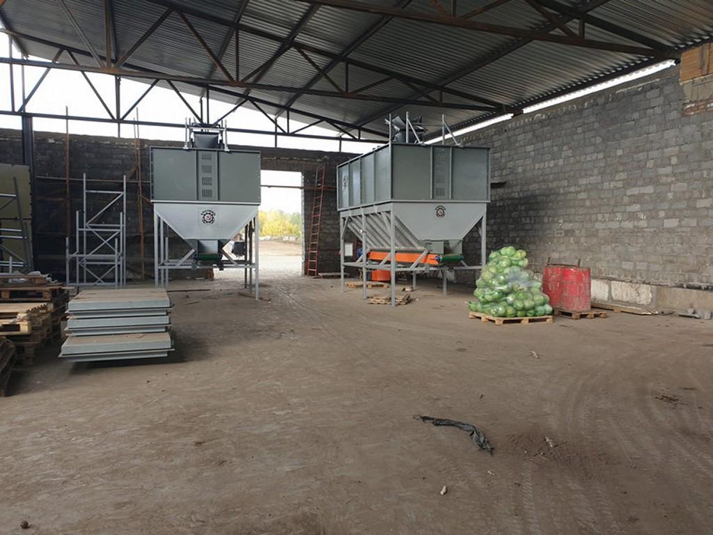 Накопительный бункер для овощей в хозяйстве